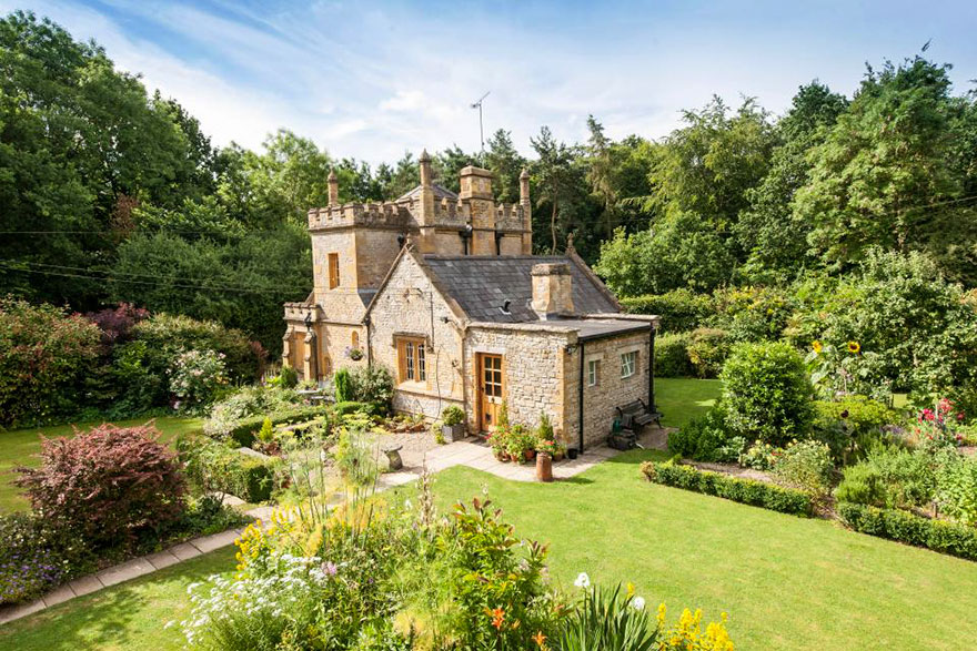 uk-smallest-castle-for-sale-mollys-lodge-7