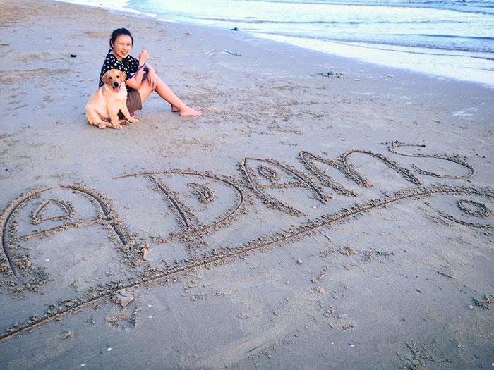 dog-escapes-yard-hugs-best-friend-messy-audi-thailand-1-5967222c38b4f__700